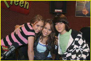 miley-cyrus-mitchel-musso-radio-09.jpg