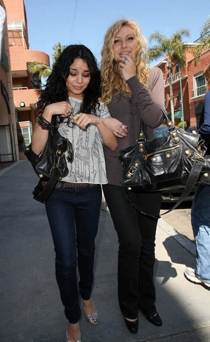 vanessa_hudgens_and_aly_michalka_being_boring.0.0.0x0.432x697.jpeg